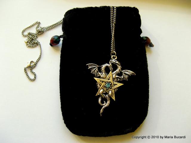Talizman, amulet dwóch smoków. Smok znaczenie, działanie, Maria Bucardi